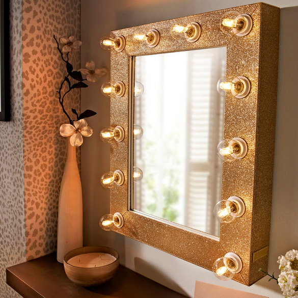 Reasons To Buy A Dressing Table Mirror with Lights